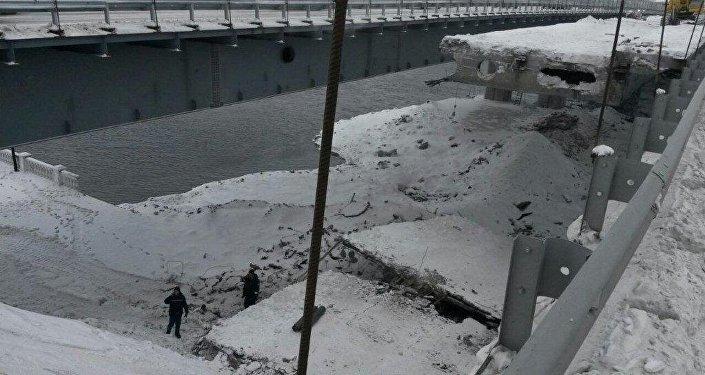 Мост в ВКО встал на дыбы во время ремонта