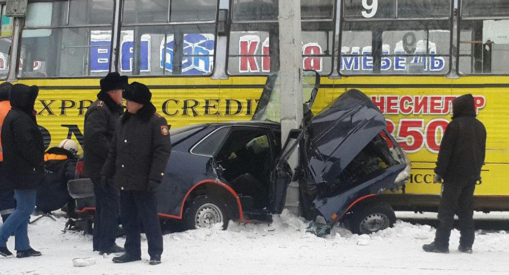 Столкновение автомобиля и трамвая в Усть-Каменогорске