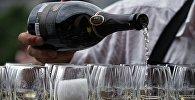 Архивное фото бокалов с шампанским