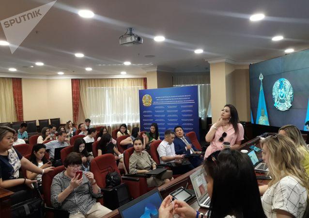 Представители СМИ перед началом расширенного заседания правительства