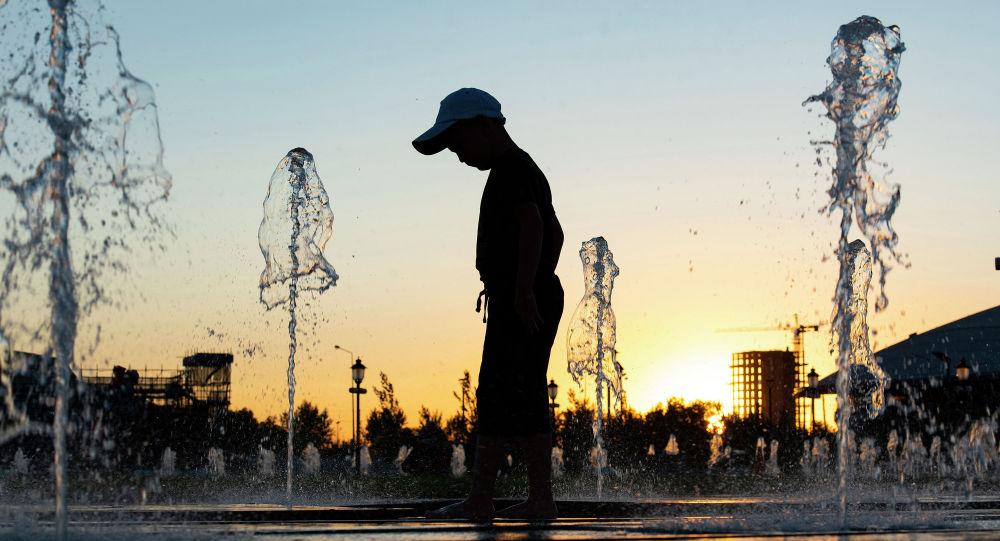 Горожане у фонтанов