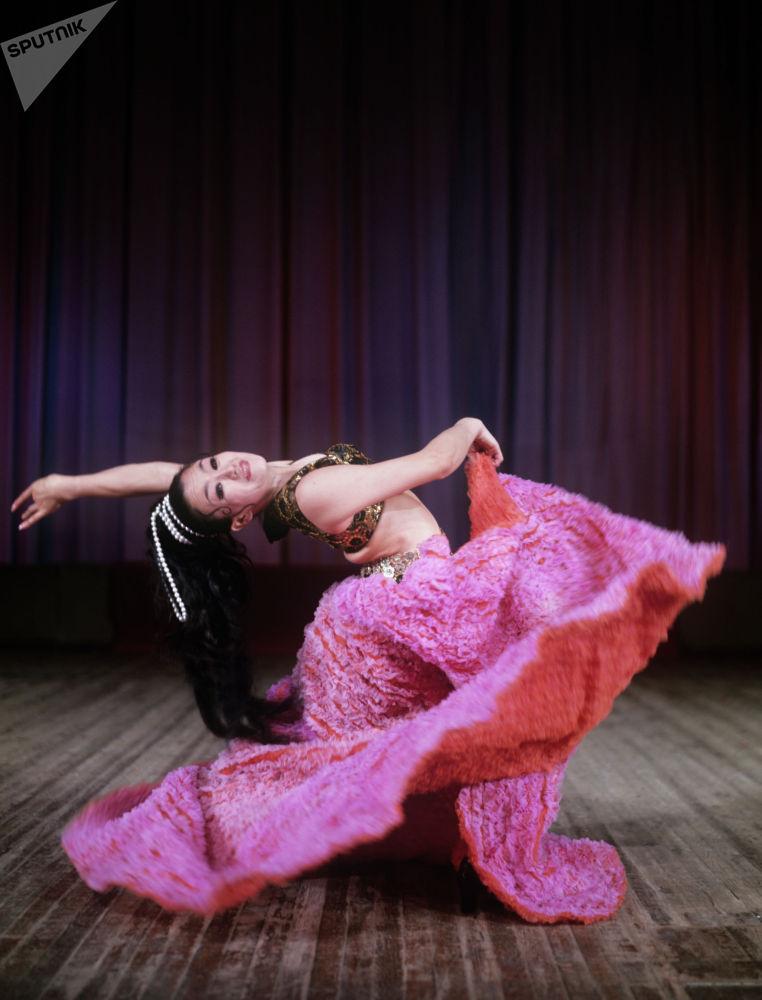 Гүлдер эстрадалық-би ансамблінің мүшесі, Қазақ КСР халық әртісі Гүлжан Талпақова