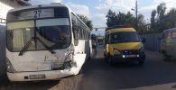 Общественный транспорт столкнулся с КамАЗом
