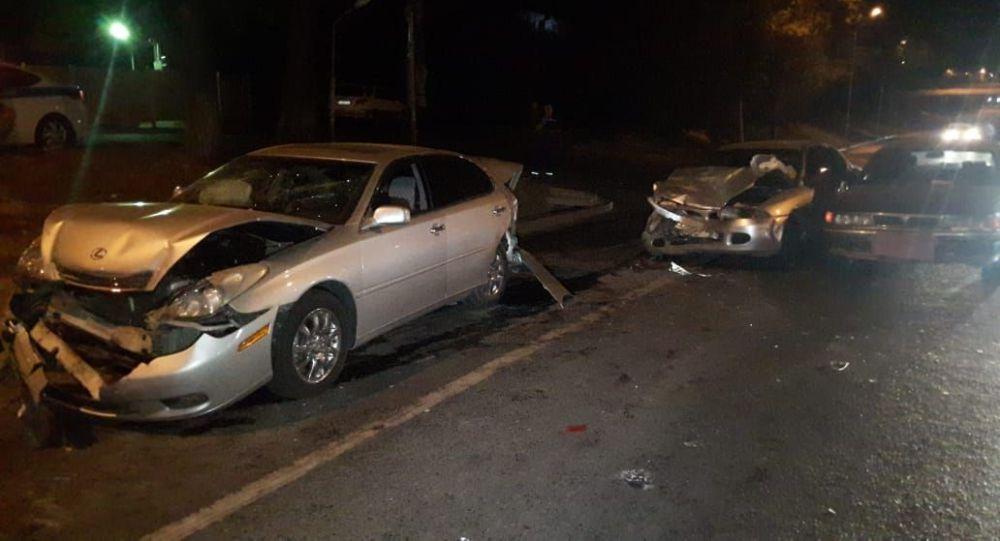Пьяный водитель устроил массовую аварию