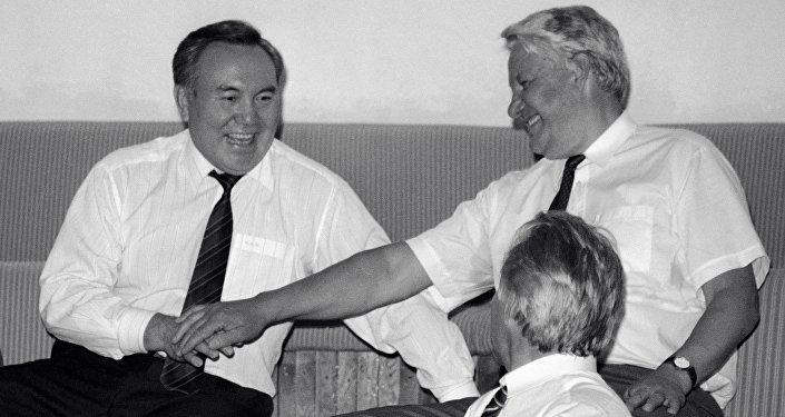 Президент РФ Борис Ельцин и Президент Казахстана Нурсултан Назарбаев
