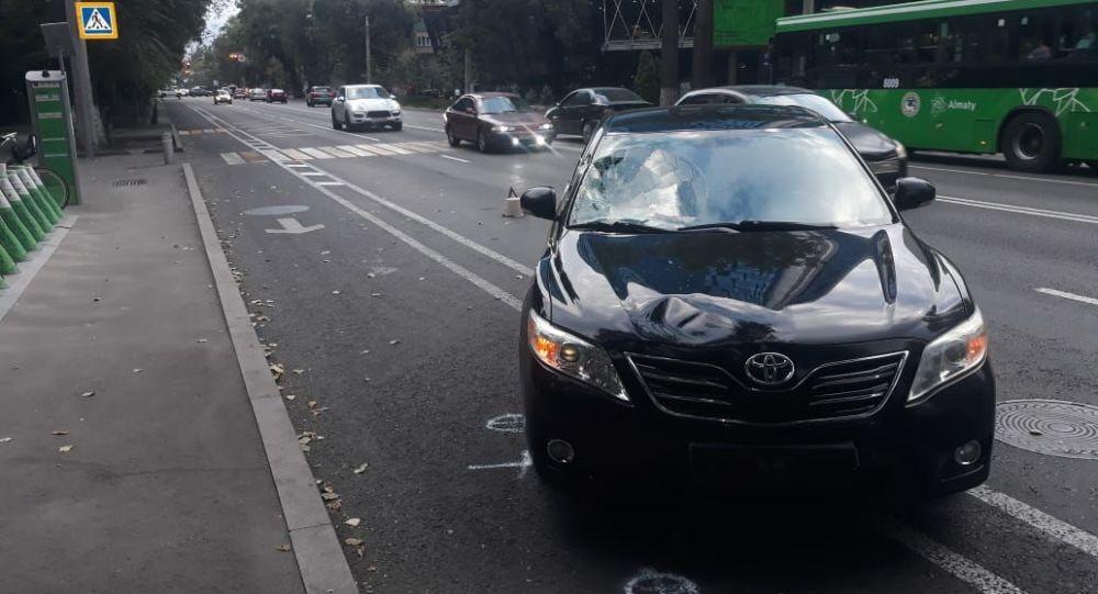 Тойота сбила пожилого пешехода на ул. Кунаева
