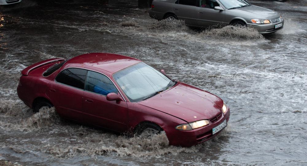Ливень затопил Алматы