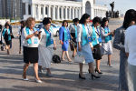 Участники августовской конференции педагогов прибывают ко Дворцу независимости