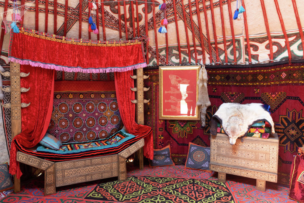 Этноцентр Nomad демонстрирует также целостность и уникальность казахской культуры, чей кочевой образ жизни предполагал неразрывную связь и глубокий сакральный смысл абсолютно всех областей жизни древнего номада