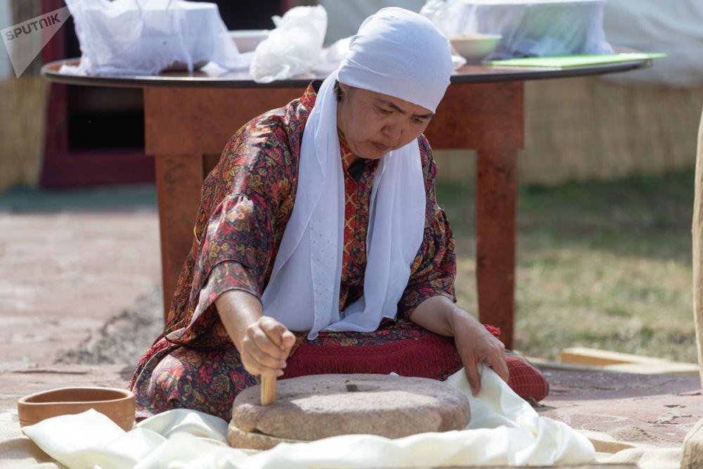 Хранители традиций демонстрировали пользование предметами быта и обихода