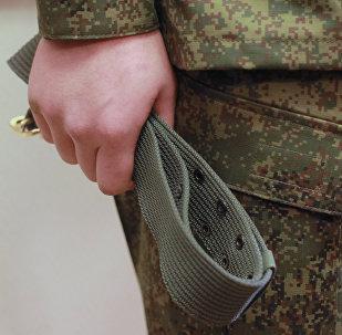 Архивное фото военнослужащего с ремнем