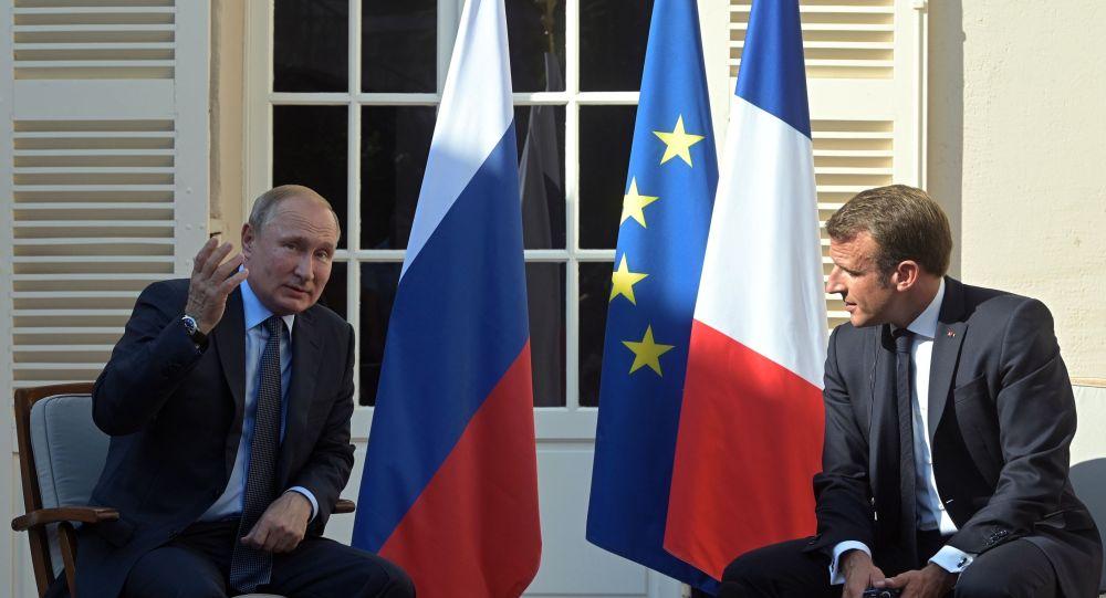 РФ президенті Владимир Путин және Франция басшысы Эммануэль Макрон