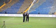 К матчу столичных против белорусского БАТЭ в рамках раунда плей-офф квалификации Лиги Европы готовят игровое поле на стадионе Астана Арена