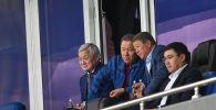 За баталиями  с VIP-ложи на стадионе Астана Арена наблюдают заместитель премьер-министра Казахстана Бердыбек Сапарбаев, спикер мажилиса Нурлан Нигматулин, председатель правления Фонда национального благосостояния Самрук-Казына Ахметжан Есимов