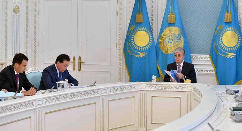Касым-Жомарт Токаев провел совещание с Камбином по бюджетному планированию
