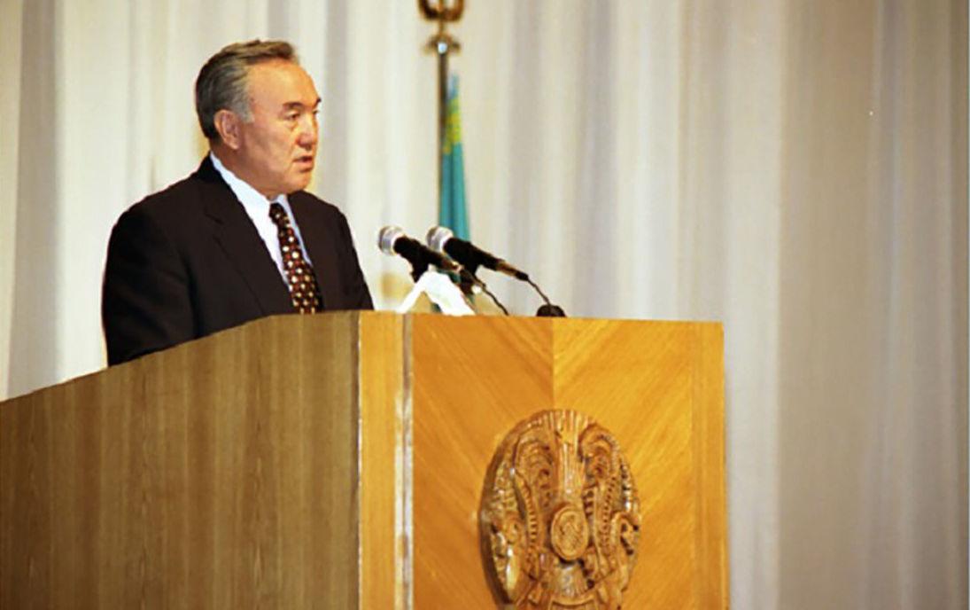 Первый президент Казахстана Нурсултан Назарбаев на торжественном собрании, состоявшемся в новой столице Казахстана – г.Акмоле, 1997 год