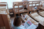 Двухъярусные кровати в детском саду, архивное фото