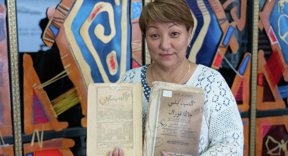 Руководитель сектора редких книг Национальной академической библиотеки Дарига Дауренбекова
