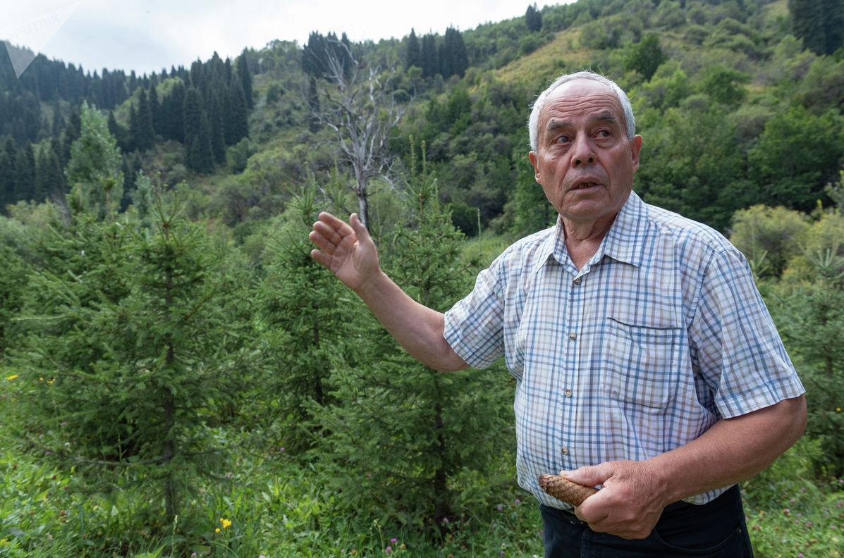 Петр Коробко на своем участке в Солдатском ущелье