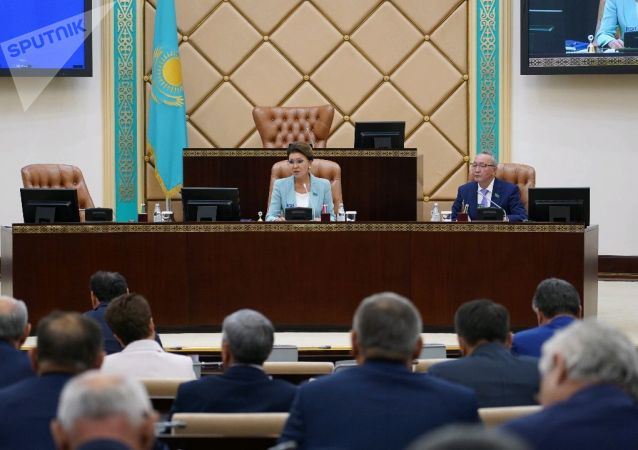 Дарига Назарбаева на заседании сената парламента
