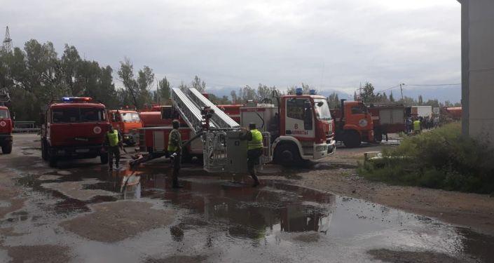 Пожар, произошедший на территории складов оптового хранения, которая находится  между рынками