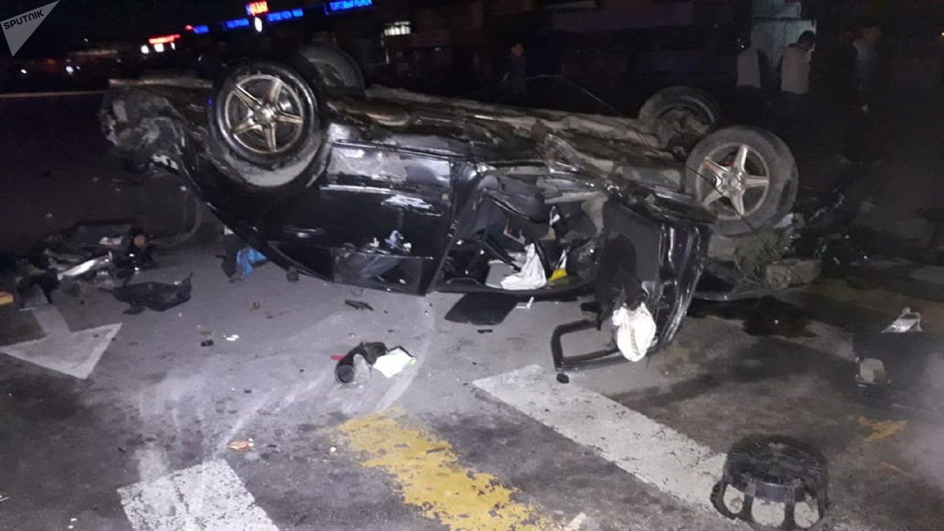 Машину буквально разорвало на куски в результате аварии
