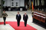 Президент Китая Си Цзиньпин (слева) и президент Казахстана Касым-Жомарт Токаев