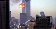Самолет врезается в башню Всемирного торгового центра 11 сентября 2001 года