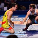 Казахстанский борец Корлан Жаканша в весовой категории до 55 килограммов (неолимпийский вес) в поединке с грузином Нугзари Цурцумия