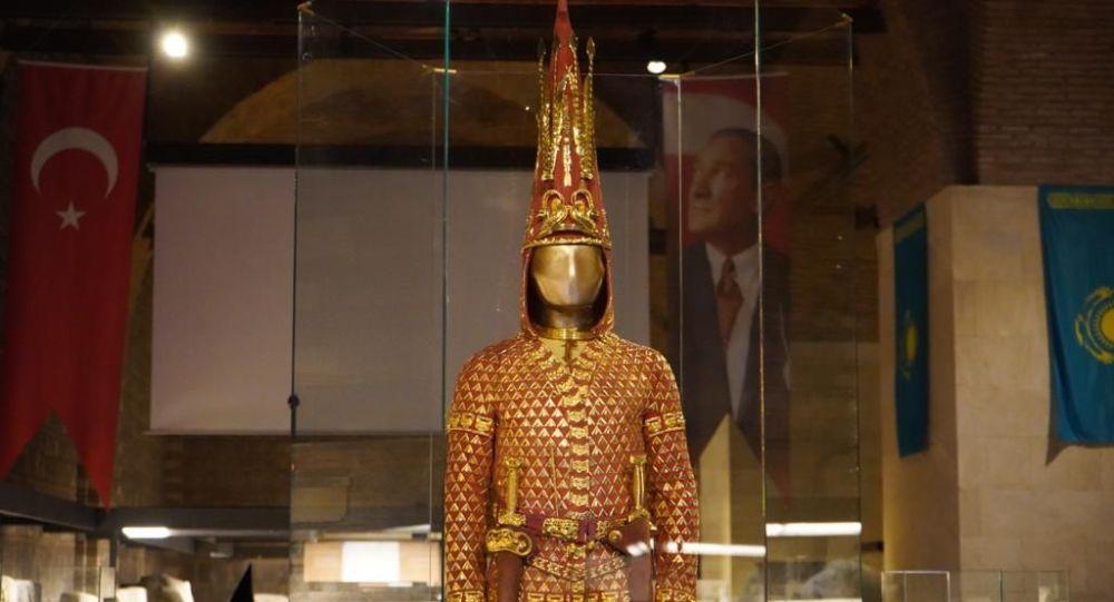 Золотой человек выставлен в музее в Турции