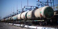 Цистерны на нефтебазе, архивное фото