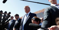 Президент США Дональд Трамп посетил участок пограничной стены между США и Мексикой