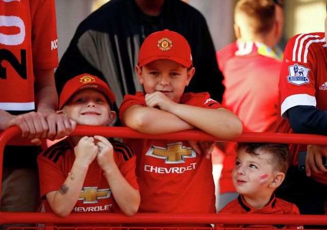 Болельщики Манчестер Юнайтед перед матчем