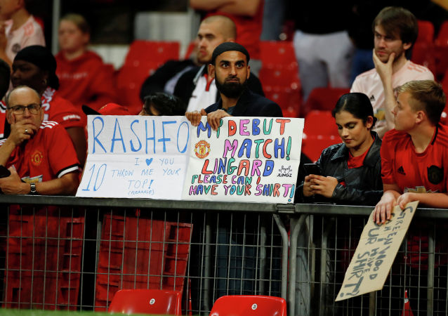 Болельщики Манчестер Юнайтед на стадионе