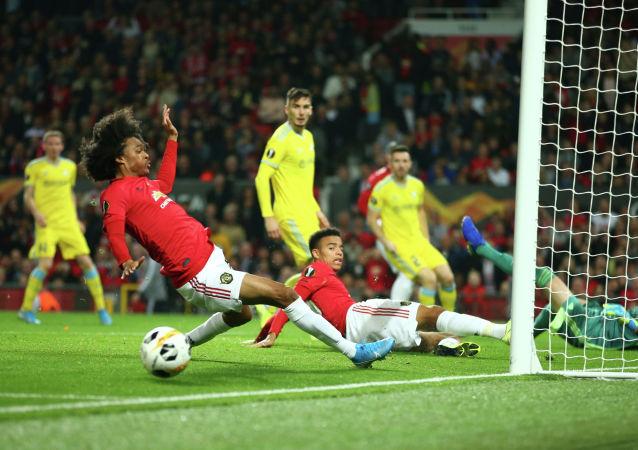 Игрок «Манчестер Юнайтед» Таит Чонг не забил мяч в ворота Астаны
