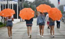 Девушки с зонтами