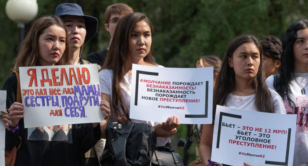 Санкционированный митинг феминисток, архивное фото