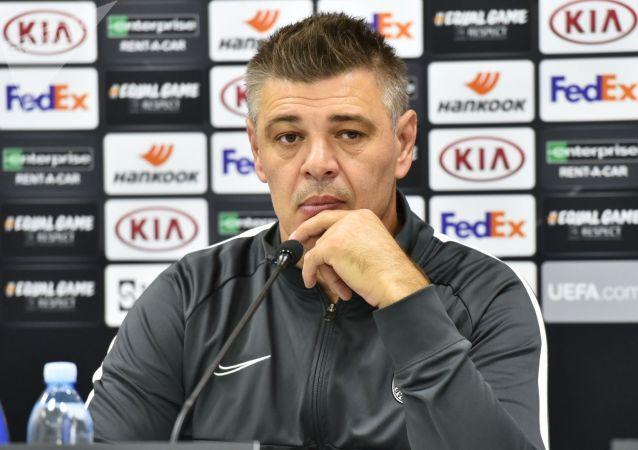 Тренер футбольного клуба Партизан Саво Милошевич