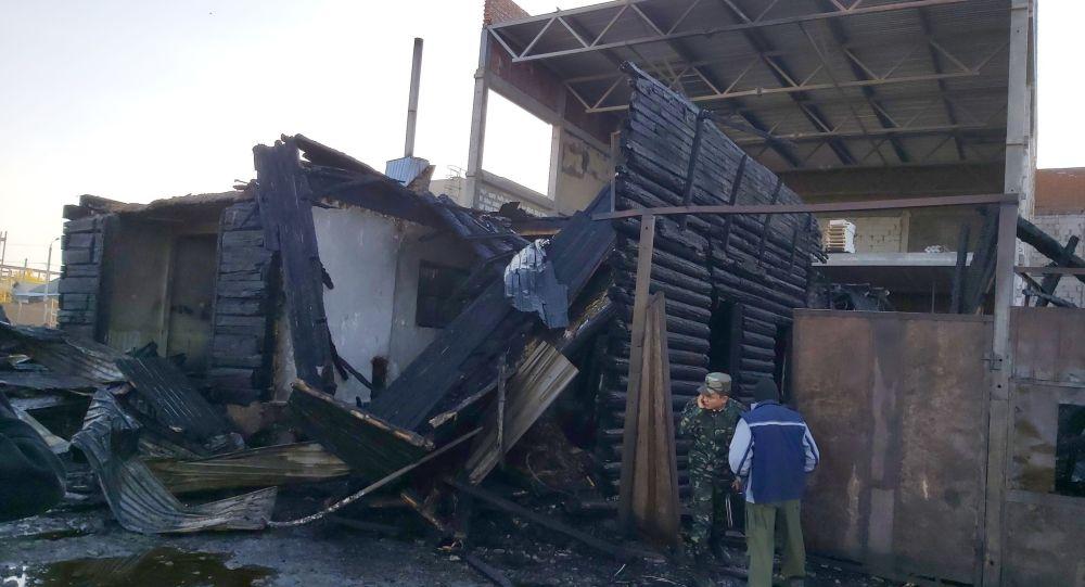 Дом, который с августа не давали снести его бывшие владельцы, сгорел в Петропавловске