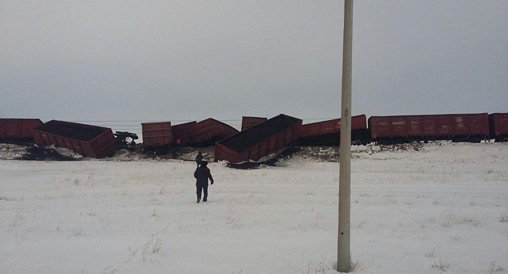 КТЖ: предпосылкой  схода вагонов вВКО стал излом боковой рамы шестого вагона