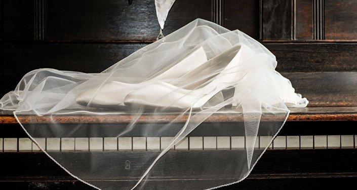 Фата, свадебные туфли