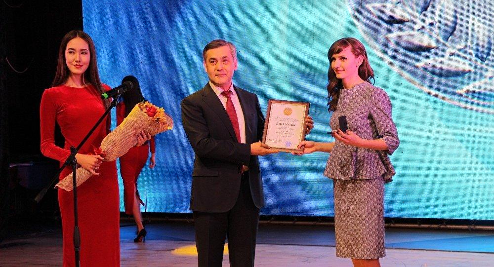 Награждение лауреатов премии Дарын