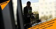 Хитрый торговец из Казахстана продает овощи с помощью строительного крана