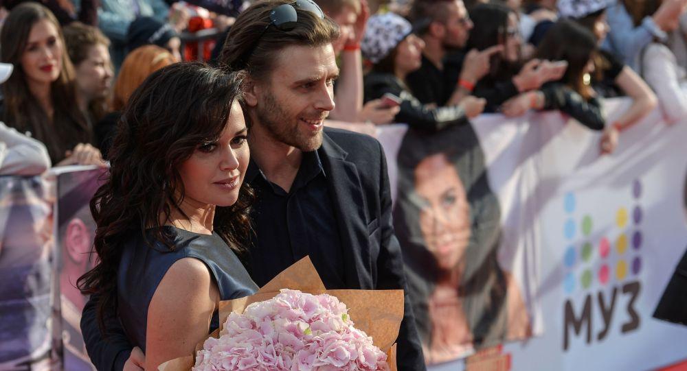 Актриса Анастасия Заворотнюк с мужем, фигуристом Петром Чернышевым