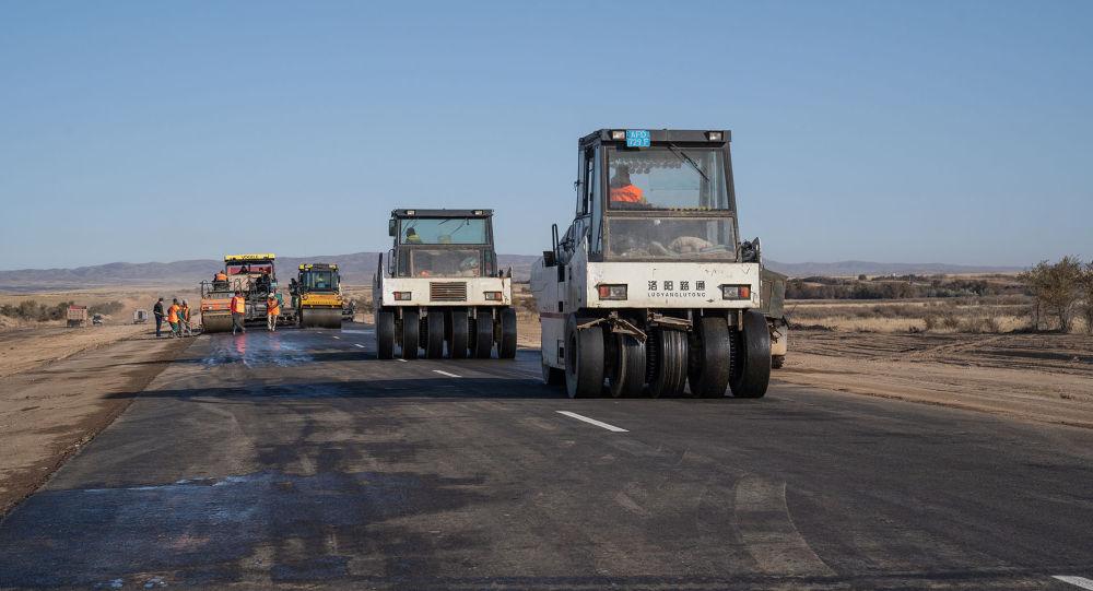 Премьер-министр Казахстана Аскар Мамин проинспектировал строительство автодорог в трех регионах