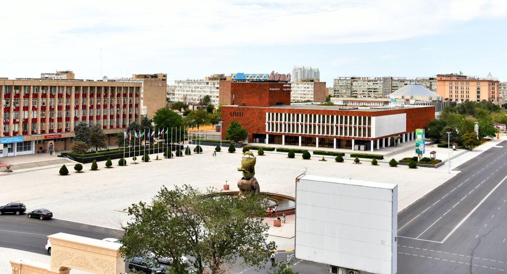 Вид на площадь Астана возле городского акимата актау