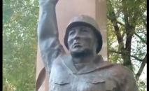 Памятник воину ВОВ в мкр Карасу