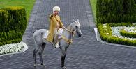 Түрікменстан президенті Гурбангулы Бердімұхамедов Ашхабадта Жылқы күнін мерекелеуге қатысып жатыр
