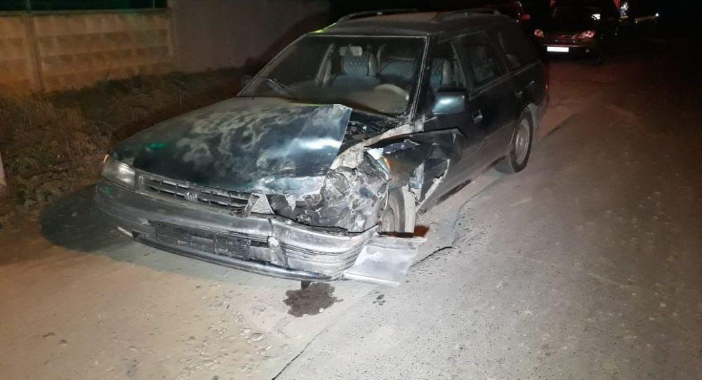 При столкновении Subaru Legacy с Honda CR-V пострадали беременная женщина и трое детей