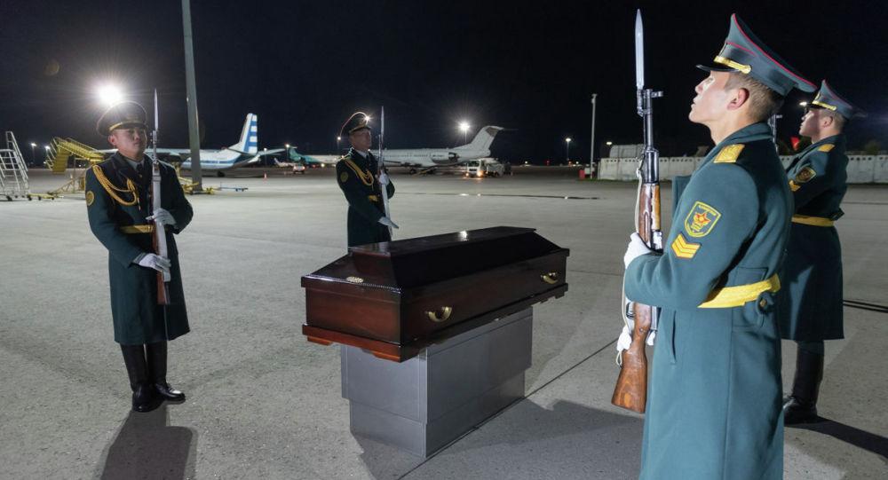 В Алматы из России прибыли останки бойца времен ВОВ
